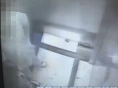 男子电梯扑倒女子猥亵 自称缺德不违法