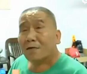 监拍大爷与司机发生冲突公交上拉手榴弹