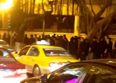 黑帮纠集300人抓保安