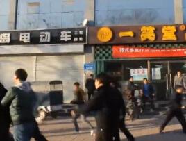 河北百余传销者街头闹事 暴力袭警