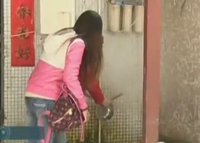 8岁女童被父工友猥亵两年 零食诱骗脱裤摸胸