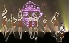 韩国女团MV现床戏露乳 被指色情遭禁