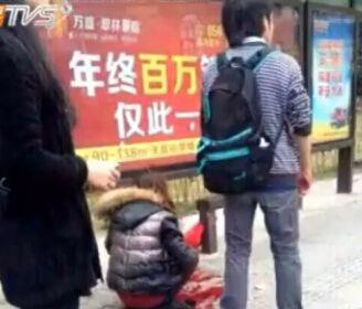 女子遭抢劫死抱挎包不松手 遭狂砍10余刀